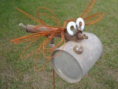 Bug made out of an old sprayer! I would make this my mail box Metal Art Projects, Welding Projects, Metal Crafts, Outdoor Projects, Garden Crafts, Garden Projects, Garden Art, Projects To Try, Garden Design
