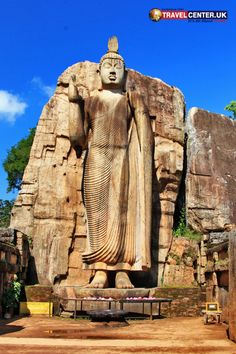 Aukana Buddha statue is located in the city of Dambulla close to the ancient Kala Weva. It is the tallest ancient Buddha statue of Sri Lanka. Cheap Holiday, Holiday Deals, Winter Holiday Destinations, Best Christmas Markets, Travel Center, Winter Holidays, Favorite Holiday, Sri Lanka, Fun Activities