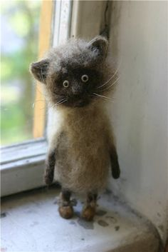 Needle felted cat by Pixy69.