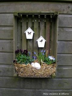 18 Garden Ideas For Spring & Easter – Holiday Flowers & DIY Decoration Project - Bored Fast Food Deco Nature, Deco Floral, Easter Holidays, Spring Garden, Easter Garden, Handmade Home Decor, Spring Crafts, Easter Crafts, Easter Ideas