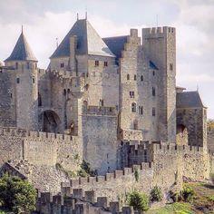 Carcassonne, França - - World. Beautiful Castles, Beautiful Buildings, Beautiful Places, Chateau Medieval, Medieval Castle, Places To Travel, Places To See, Carcassonne France, Belle France
