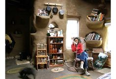 This cob house is part of the Dancing Rabbit Eco-Village, a community ...