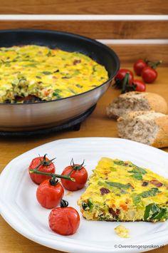 Boerenomelet - Eenvoudige maar smakelijke omelet. Door de groente en meegebakken chorizoworst prima geschikt als snelle maaltijd. Quiche, Risotto, Breakfast Recipes, Spicy, Curry, Dinner, Ethnic Recipes, Food Ideas, Wraps