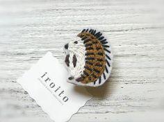 ハリネズミの刺繍ブローチ