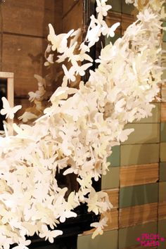 I always love going to Anthropologie.love their store displays.to be a buyer for them! Paper Owls, Paper Art, Paper Crafts, Anthropologie Display, Cluster, Store Displays, Window Displays, Visual Display, Windows