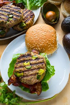 Tasty chipotle chicken burgers with large chunks of avocado! Best Sandwich Recipes, Bacon Recipes, Grilling Recipes, Crockpot Recipes, Vegetarian Recipes, Healthy Recipes, Sandwich Ideas, Chicken Recipes, Avocado Chicken