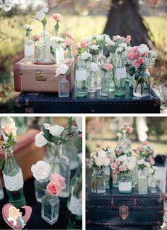 Os potes de vidro são essenciais para a decoração de casamento vintage e dão um toque bastante original. Existem mil e uma maneiras de utilizá-los: para compota de doces, como vasos para as flores, centros de mesa, porta velas e muito mais.