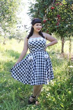 The Soubrette Brunette: Hi Ho Cherry-O Rockabilly Clothing, Rockabilly Outfits, Pin Up Girls, Cute Girls, 1950s Fashion, Vintage Fashion, Retro Style, Vintage Style, Cute Cafe