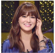Wish I could pull off these bangs ❤