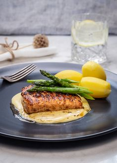 Fish Dishes, Fish And Seafood, Wok, Salmon Burgers, Bon Appetit, Food Inspiration, Great Recipes, Food And Drink, Cooking Recipes
