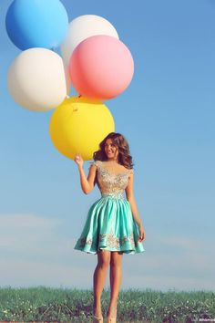 The balloons are beautiful, and so is the young lady holding them. Big Round Balloons, Big And Beautiful, Fashion Shoot, Pretty Outfits, Strapless Dress, Short Dresses, Couture, Lady, Womens Fashion