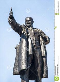 lenin heeft veel standbeelden door het hele land staan