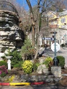 Eureka Springs, Arkansas-one of the most charming little towns I've ever seen! Places To See, Places Ive Been, Arkansas Vacations, Eureka Springs Arkansas, Spring Breakers, Romantic Getaway, Adventure Is Out There, Vacation Destinations, Travel Usa
