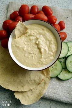 Cómo hacer hummus - listo en 5 minutos o menos + opciones de sabores extras www.pizcadesabor.com