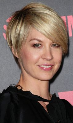 Jenna Elfman short cut