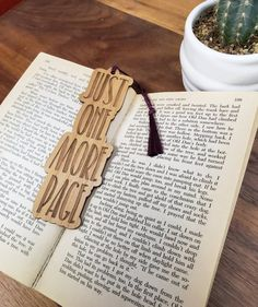 Wood Bookmark - Just One More Page - Laser Engraved Alder Wood Book Mark Best Bookmarks, Creative Bookmarks, Handmade Bookmarks, Free Printable Bookmarks, Paper Bookmarks, Corner Bookmarks, Crochet Bookmarks, Articles En Bois, Bookmark Craft