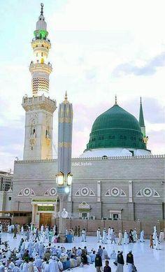 Al-Masjid an-Nabawi, Medina - TripAdvisor Al Masjid An Nabawi, Masjid Al Haram, Islamic Images, Islamic Pictures, Islamic Art, Islamic Quotes, Mecca Madinah, Mecca Masjid, Mecca Wallpaper