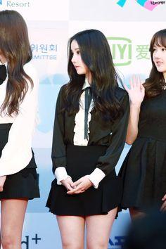 투은비닷컴 (@TWOEUNBcom) | Twitter Pretty Asian, Beautiful Asian Girls, Kpop Outfits, Stage Outfits, Female Pose Reference, Hand Reference, K Pop, Girl Korea, Cute Japanese Girl