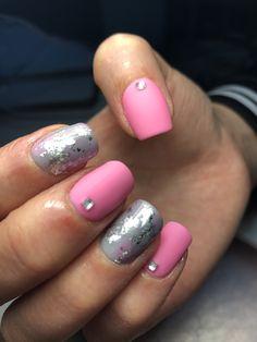 Fucsia,pink ,foil ,strass ,cristales instagram:_cooolnails Chile, uñas, diseños, esmaltado permanente Matte Nails, Chile, Pink, Beauty, Instagram, Enamels, Fingernail Designs, Crystals, Rhinestones