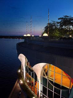 As night takes over Madison, Monona Terrace is still bustling with activity. From rooftop concerts to conventions, there is always something to experience at Monona Terrace. Photo by pharder1 on Flickr.