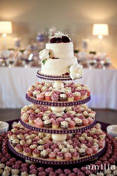 Great idea to have a small cake and then tiers of cupcakes!