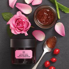 Grow your glow with our British Rose Fresh Plumping Mask. Inspired by the European bathing rituals, our vegan refreshing gel face mask is infused with real rose petals, rose essence, rosehip oil and organic Community Trade aloe vera The Body Shop, Body Shop At Home, Gel Face Mask, Rose Face Mask, Creme Bio, British Rose, Real Rose Petals, Organic Aloe Vera, Rosehip Oil