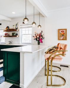 Kitchen Interior Ok y'all. I kinda sorta am in love with the emerald green cabinets with the apricot colored barstools! Design Room, Küchen Design, Home Design, Design Ideas, Home Decor Kitchen, Interior Design Kitchen, Home Kitchens, Kitchen Ideas, Kitchen Art