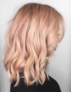 Not sure what colour hair dye you should go for next? Why not try the new peach hair that is currently trending this summer! Peachy Hair Color, Lavender Hair Colors, Perfect Hair Color, Pink Peach Hair, Hair Colours, Blue Hair, Blonde Pixie, Headband Hairstyles, Hairstyles Haircuts