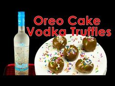 These cookie balls are a great fun treat for any party. Although we called these Oreo Cake Vodka Truffles, you can use any hard liquor you prefer or omit the. Oreo Cake Pops, Cake Vodka Recipes, Candy Recipes, Cake Pops Image, Cookies Cupcakes And Cardio, Alcohol Cake, Gold Dessert, Delicious Deserts, Cupcake Cakes
