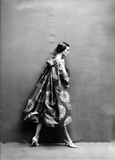 Fashion photography by Richard Avedon, 1957.