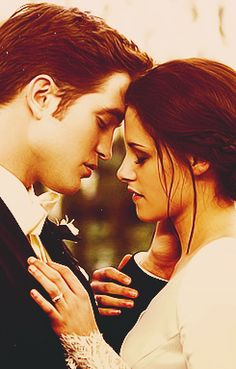The Twilight Saga - A love story between a girl and a vampire. Rewatching all of the Twilight movies. Still love the whole saga, New Moon being my favourite. Edward Cullen, Edward Bella, Bella And Edward Wedding, Bella Cullen, Bella Wedding, Twilight Edward, Film Twilight, Twilight Wedding, Twilight Quotes