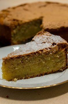 Dieses Rezept stammt aus einem Rezeptbüchlein von 1922. Ein saftiger und sehr geschmackvoller Kuchen. Wer Mandeln liebt, sollte ihn unbedingt ausprobieren. Dazu einen Klecks Sahne - ein kleiner Traum!