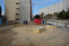 #Projet Malpassé dans le quartier de Malpassé à Marseille Collectif Cabanon Vertical Béton jaune -Concrete Aménagement participatif et transitoire Abris auvent - table de picnic et espace sportif
