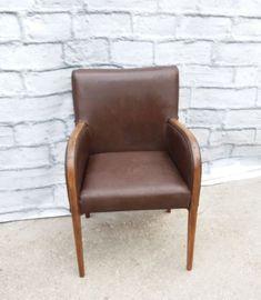 Unikalny skórzany fotel gabinetowy z lat 60 w dobrym stanie - jak na foto.Wymiary: szer. 58, gł 45 wys. całkowita 87.Zapraszam do obejrzenia.Możliwość transportu.ZapraszamWanda