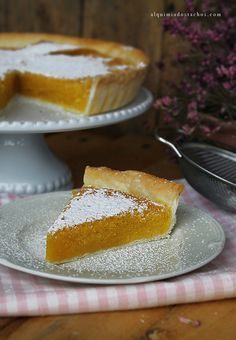 Tarte de Grão de Bico Sweet Chickpea Pie www.alquimiadostachos.com Portuguese Desserts, Portuguese Recipes, Portuguese Food, Sweet Recipes, Cake Recipes, Dessert Recipes, Gourmet Desserts, Plated Desserts, Cupcakes