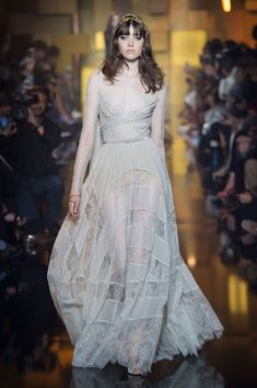 Elie Saab is one of the most famous fashion designers in the world, see 50 Pretty Elie Saab Gowns 2018 For Princesses At Couture. Elie Saab Gowns, Elie Saab Couture, Couture 2015, Couture Fashion, Fashion Fashion, Valentino, Elie Saab Fall, Resort Dresses, Fall Dresses