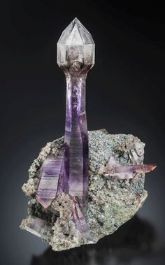 *reminds me of a lighthouse* Amethyst Scepter from Namibia (Specimen and Photo by Scott Rudolph) Minerals And Gemstones, Rocks And Minerals, Stones And Crystals, Natural Crystals, Mineral Stone, Rocks And Gems, Summer Street, Street Style, Earth