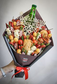 Man Bouquet, Food Bouquet, Present Gift, Deli, Gift Baskets, Diy Gifts, Presents, Cooking Recipes, Birthday