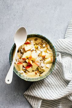 A healthy smoothie bowl recipe flavored with apples, oats and cinnamon. You eat this smoothie with a spoon and plenty of nuts, seeds and fruit on top!