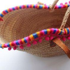 Empezamos semana de nuevo! Aqui os dejamos nuestro capazo bien colorido! FELIZ LUNES! Beach Basket, Diy Purse, Basket Bag, Crochet Handbags, Summer Bags, Knitted Bags, Bag Making, Fashion Bags, Straw Bag