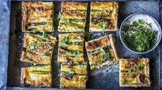 Pai med asparges, vårløk og bacon Quiche, Zucchini, Nom Nom, Bacon, Yummy Food, Yummy Recipes, Vegetables, Breakfast, Drinks