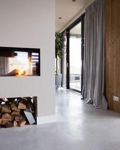 Mooie warm grijze muur. Wand met openhaard en lichtgrijze vloer. Rotterdam, Beton Design, Big Houses, Interior Design Inspiration, Wall Colors, Interior Design Living Room, Home And Living, Sweet Home, New Homes