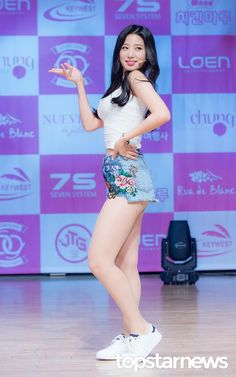 (Top Star News) Berrygood at Free Travel Showcase Asian Love, Pretty Asian, Beautiful Asian Women, Sexy Asian Girls, Berry Good, Arin Oh My Girl, Bicycle Girl, Girl Photo Poses, Girl Bands