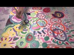 Third and Fourth grade collaborative circle paintings, Website full of art room videos Art Auction Projects, Group Art Projects, Collaborative Art Projects, 4th Grade Art, Fourth Grade, Grade 3, Circle Painting, Painting Art, Paintings