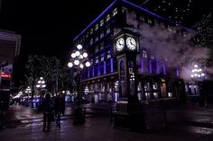 #streetphotography #nightphotography #lights #colorfull #gastown #steamclock #canonphotography #canon5d #streets #cityphotography #citylife #vancouver #winter