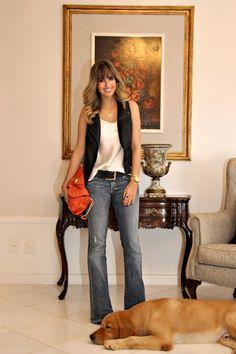 Look do dia, jeans flare Seven, bolsa laranja saks, blog de moda, blogueira de ribeirão preto, dog, golden, colete de couro renner, acessórios marina casemiro (8) Cool Outfits, Summer Outfits, Casual Outfits, Fashion Outfits, Womens Fashion, Jeans West, Look Office, Office Looks, Mode Jeans