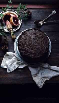 blood orange cake with dark chocolate + blood orange frosting   une gamine dans la cuisine