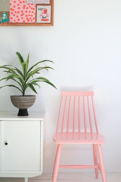 Roze spijlenstoel 40,- | Enter My Attic