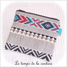 Pochette porte monnaie, porte carte - zippée - noir, gris bleu et rouge - ethnique - fait main.