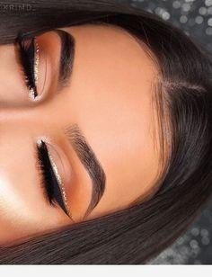 Endless makeup inspiration found on We Heart It. #makeupinspiration#makeupideas #glowyskin #makeuptips #modelmakeup #beautytips #tipsfordewyskin #dewyskin #besthighighlighter #makeuptutorial #makeuplooks
